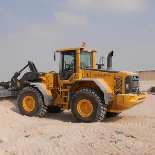 Excavating tractor